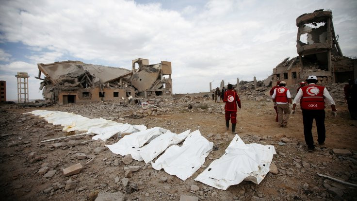 Suudi Arabistan Yemen'i vurdu: En az 100 kişi öldü