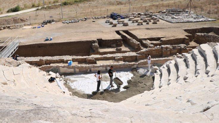 Bin 900 yıllık kadın doktor mezarı bulundu - Sayfa 4