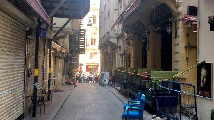 Beyoğlu'nda binada çökme tehlikesi: Dükkanlar boşaltılıyor