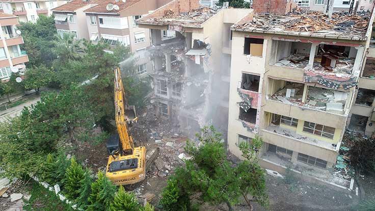 Büyükçekmece'de riskli bina yıkımı