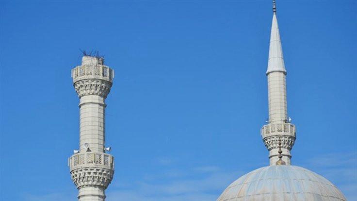 Minarenin inşasında malzemeden çalmışlar
