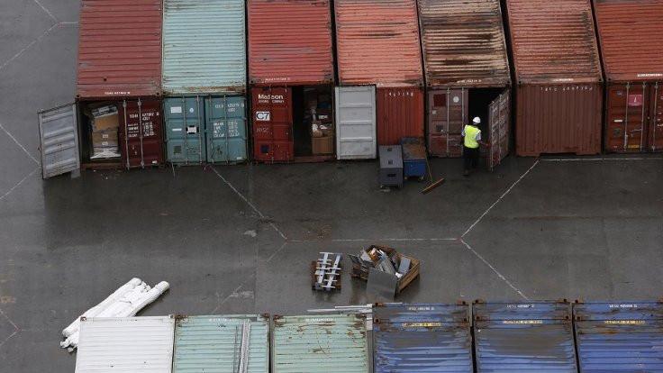 Londra'da bir kamyonun içinden 39 ceset çıktı