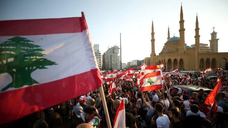'Lübnan'da başkan ve vekillerin maaşları kesilecek'