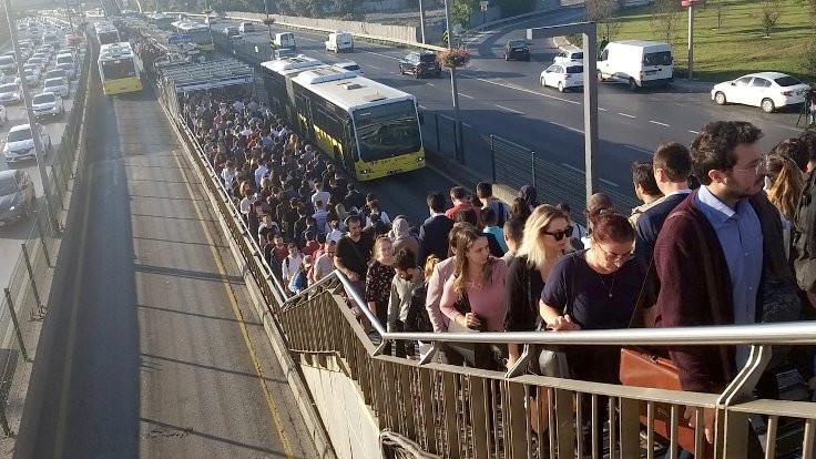 İBB'den metrobüs özrü: Yeni seferler gelecek