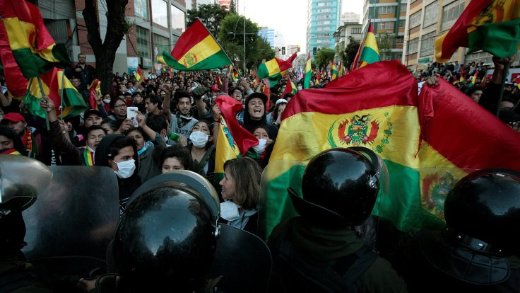 Güney Amerika'da insanlar neden sokakta?