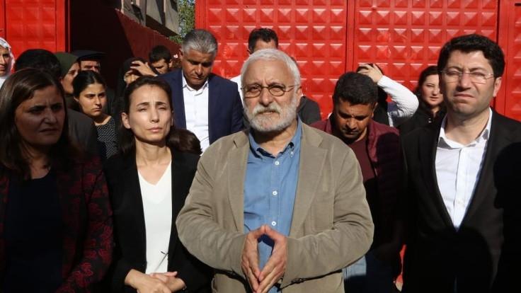 'Susarsanız bütün belediyeler Saray'a bağlanacak'