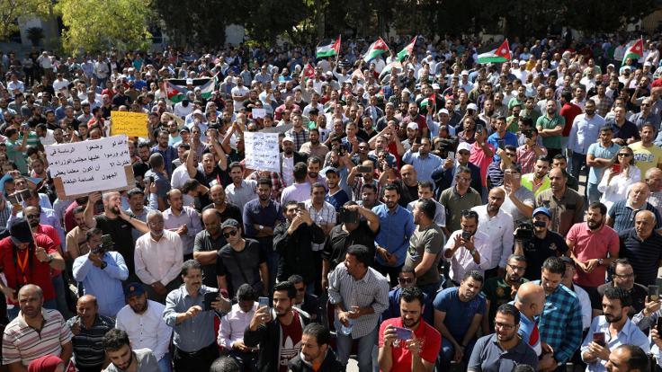 Ürdün Başbakanı öğretmenlerden özür diledi