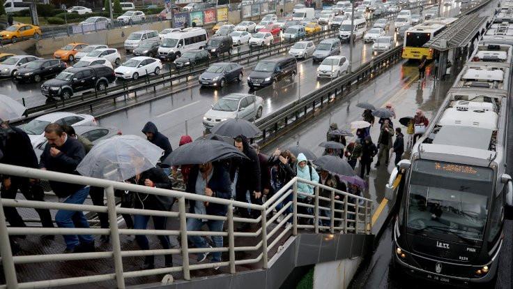 Yağmur trafiği etkiledi