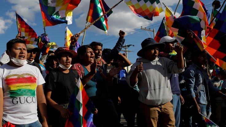 Bolivya'da Anez başkentin dışına çıkamadı