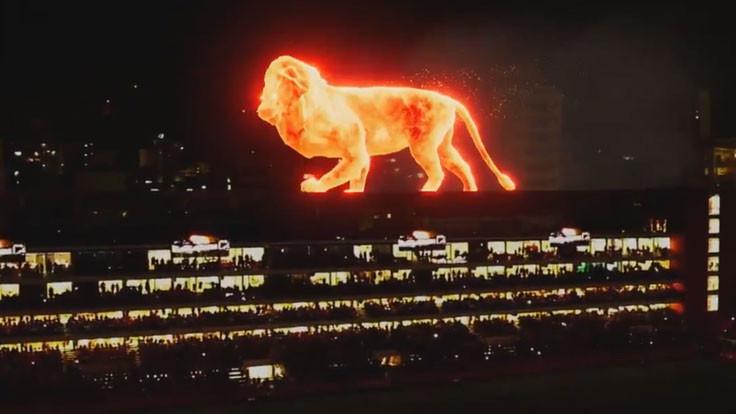 Hologram aslan 'kükredi': Stadyumda görsel şölen