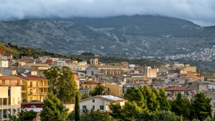 İtalya'da 1 euroya ev satışı yayılıyor