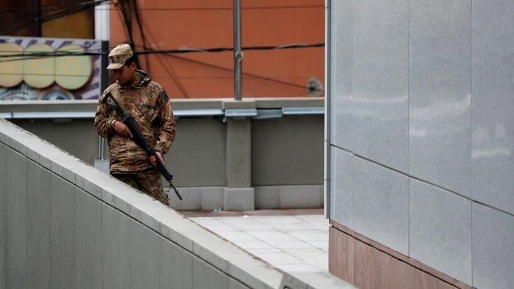 Morales destekçilerinin evlerine polis baskını
