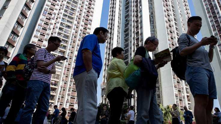 Hong Kong'da yerel seçimlere rekor katılım