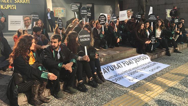 Tutuklu avukat Fuat Şengül için İzmir Adliyesi'nde oturma eylemi