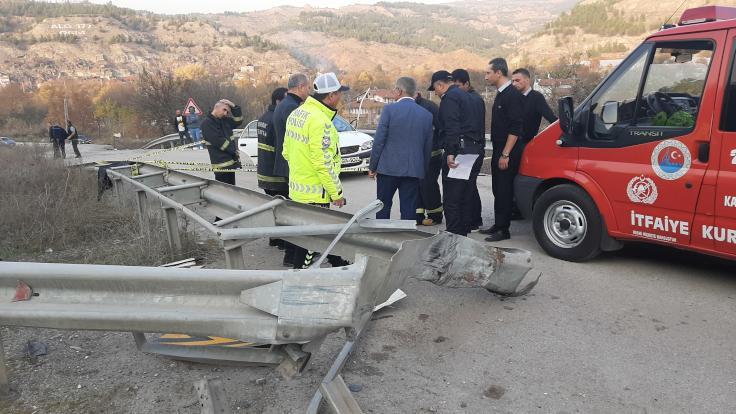 Aynı aileden dört kişi kazada öldü