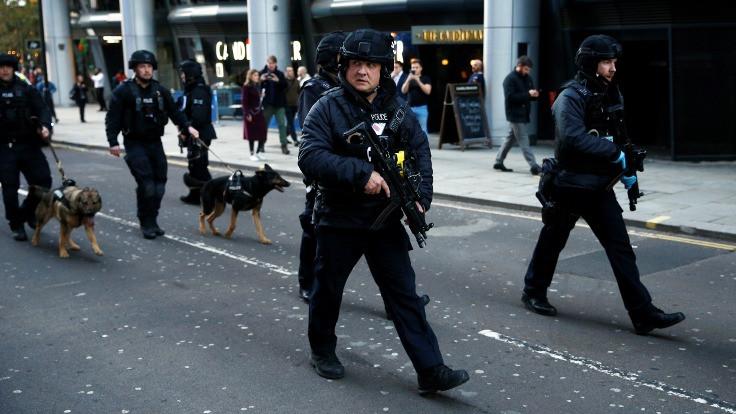 Londra'da bıçaklı saldırı: İki kişi öldü