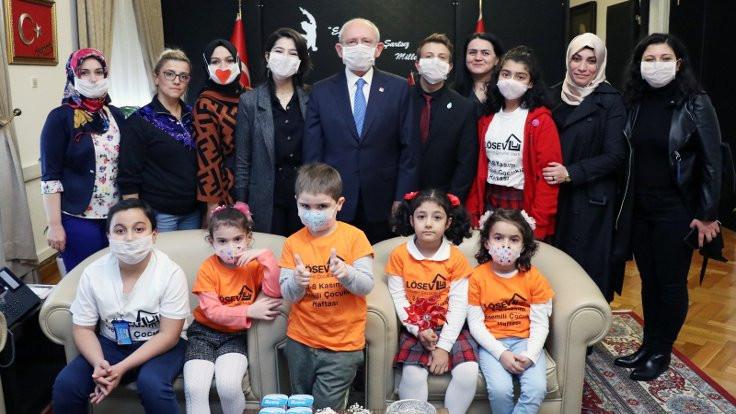 Kılıçdaroğlu lösemili çocuklarla buluştu