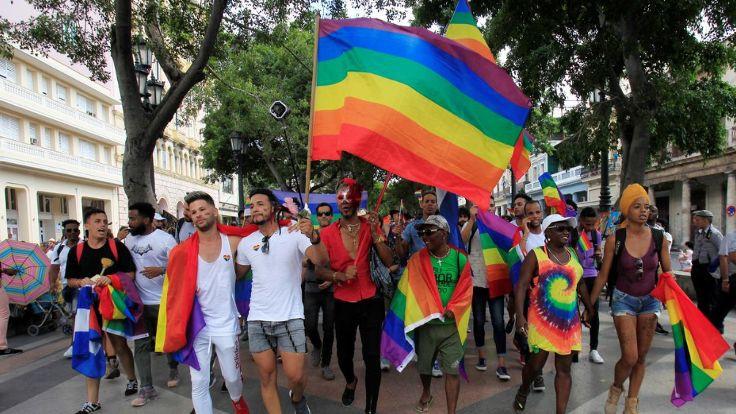 Almanya'da 'eşcinsellik onarım terapisi' yasaklanıyor