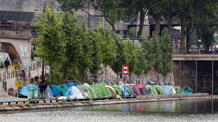 Paris'teki geçici mülteci kampları boşaltılıyor