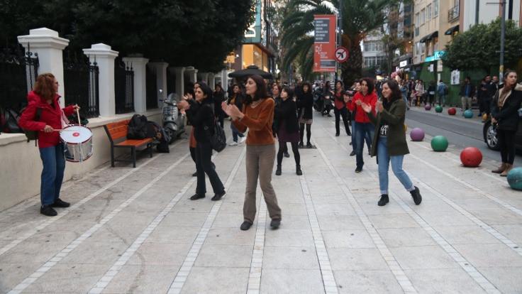 Şilili feministlerin dansı İstanbul'da
