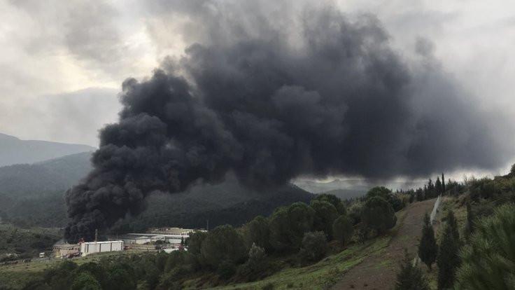 İzmir'de depo yangını