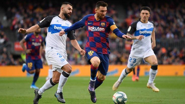 Messi bir sezon daha Barcelona'da