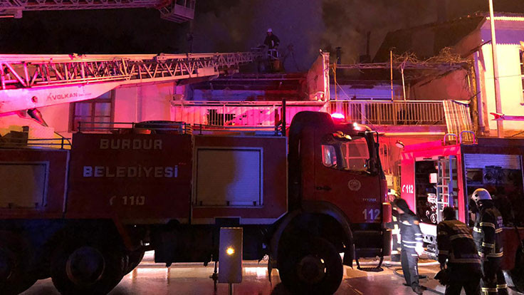 Burdur'da ev yangını: 3 yaralı