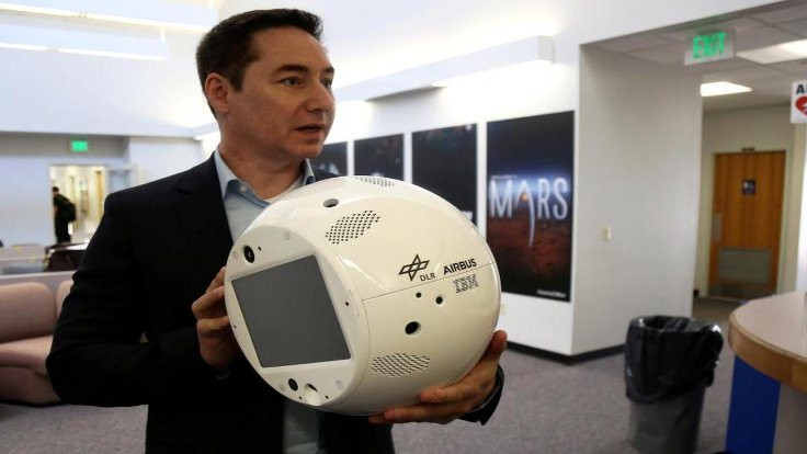 Duygusal robot uzayda