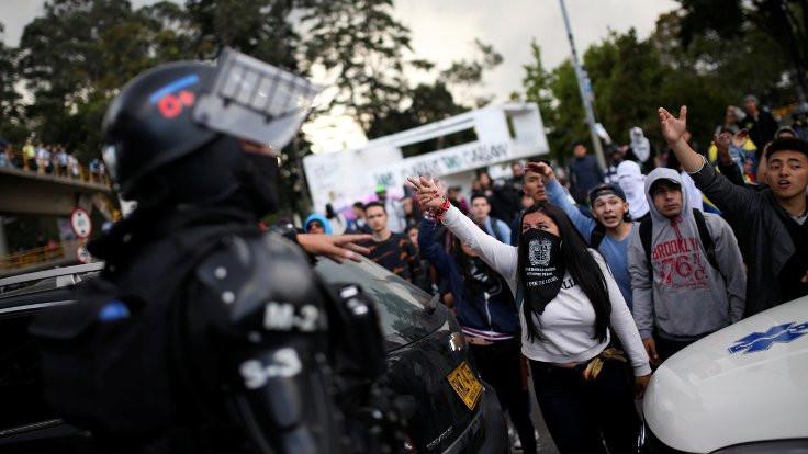 Kolombiya'da 40 bin kişi hükümeti protesto etti