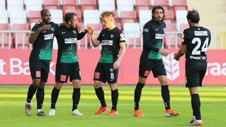 İzmir'de gollü maç: 3-5