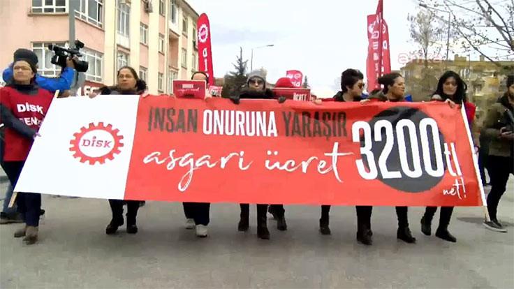 DİSK'ten bakanlık önünde asgari ücret eylemi