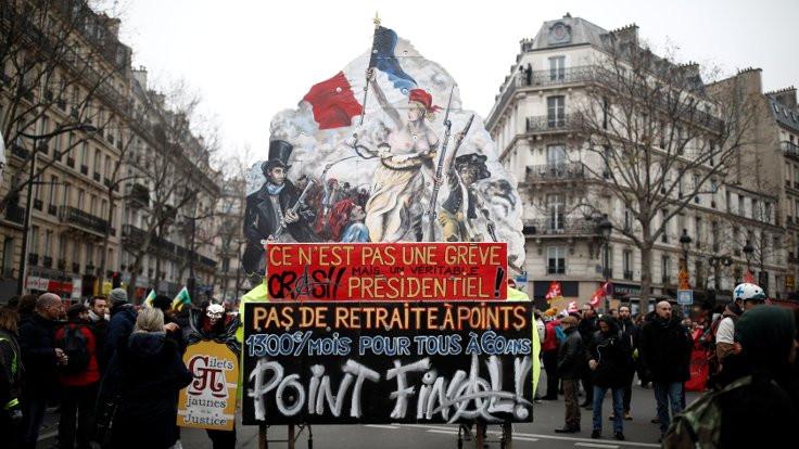 Fransa tarihindeki en büyük grevlerden biri yaşanıyor