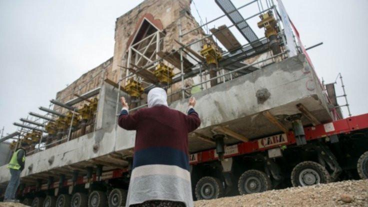 Son eser olan El-Rızk Camii taşındı