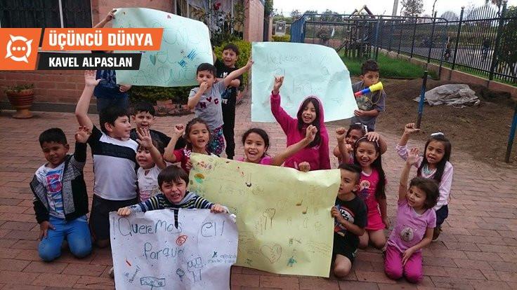 Kolombiya'da çocuklar sokağa indi