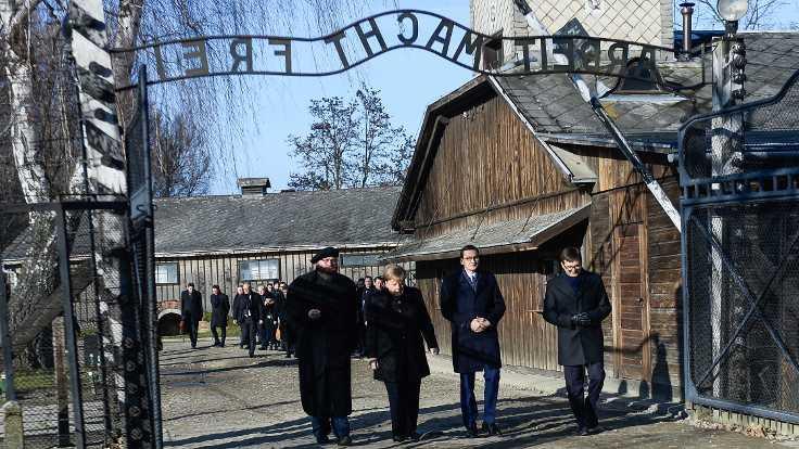 Merkel, ilk kez Auschwitz Kampı'nda