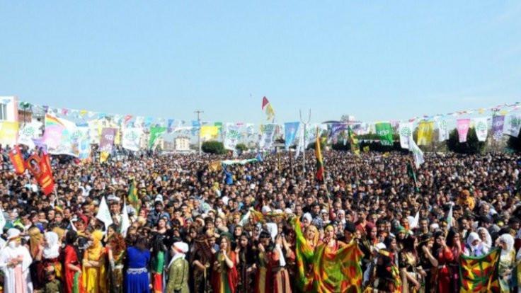 Kürtçe şarkı söyleyen 12 öğrenciye dava açıldı