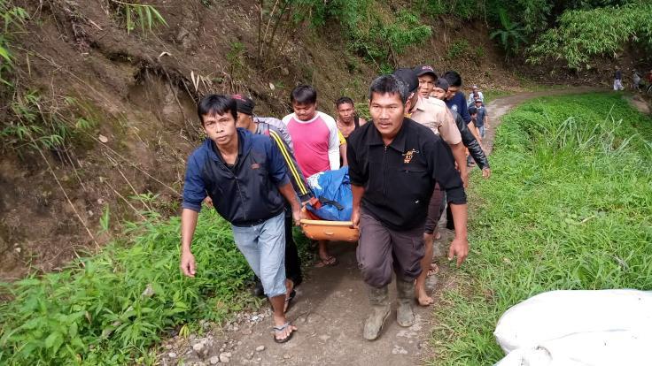 Endonezya'da otobüs nehre düştü: 26 ölü