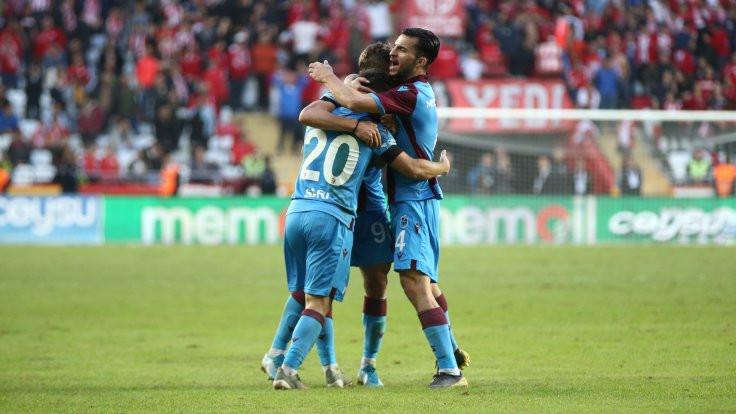 Trabzon, Antalya'yı ilk yarıda devirdi