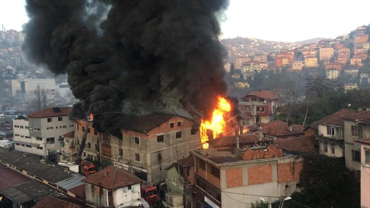 Zonguldak'ta mobilya imalathanesinde yangın çıktı