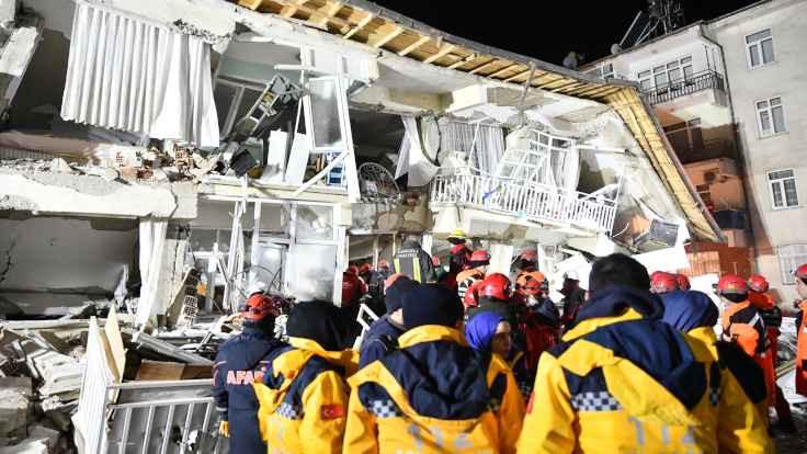 Dünya liderlerinden deprem mesajları