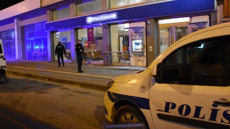 Adana'da bankaya giren kişi gözaltına alındı