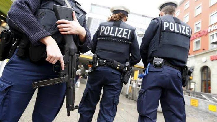 Almanya'da polise bıçakla saldıran Türk öldürüldü
