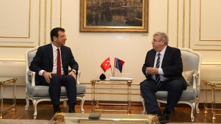 AP raportöründen İmamoğlu'na 'iki kere' tebrik