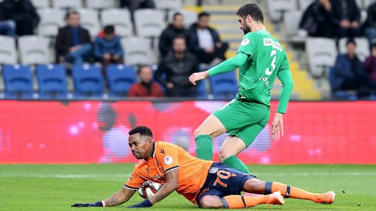 Medipol Başakşehir galibiyeti 90+5'te kaçırdı