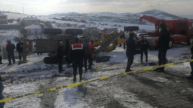 Greyderin altına kalan muhtar öldü, 2 operatör yaralandı