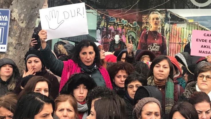 Her yerde 'çocuk istismarına af' protestosu