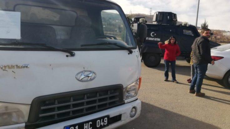 İki kamyon yardım malzemesi geri çevrildi