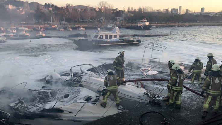 Kartal sahilde 6 tekne yandı
