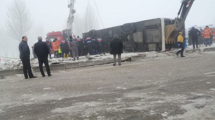 Isparta'da otobüs kazası: 29 yaralı