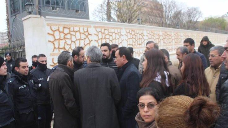 HDP'li meclis üyeleri belediyeye alınmadı